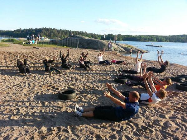 Sommarträning på stranden Träningskompaniet Vaxholm